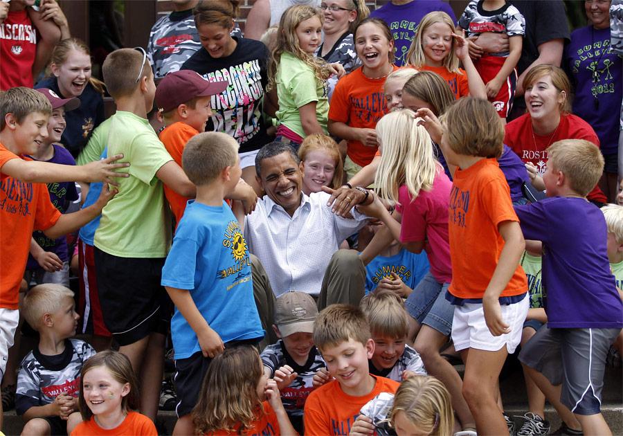 Барак Обама вовремя встречи сошкольниками вЧатфилде, Миннесота. © Jason Reed/Reuters