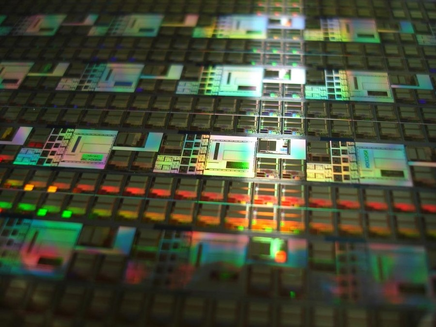 Производство микросхем.