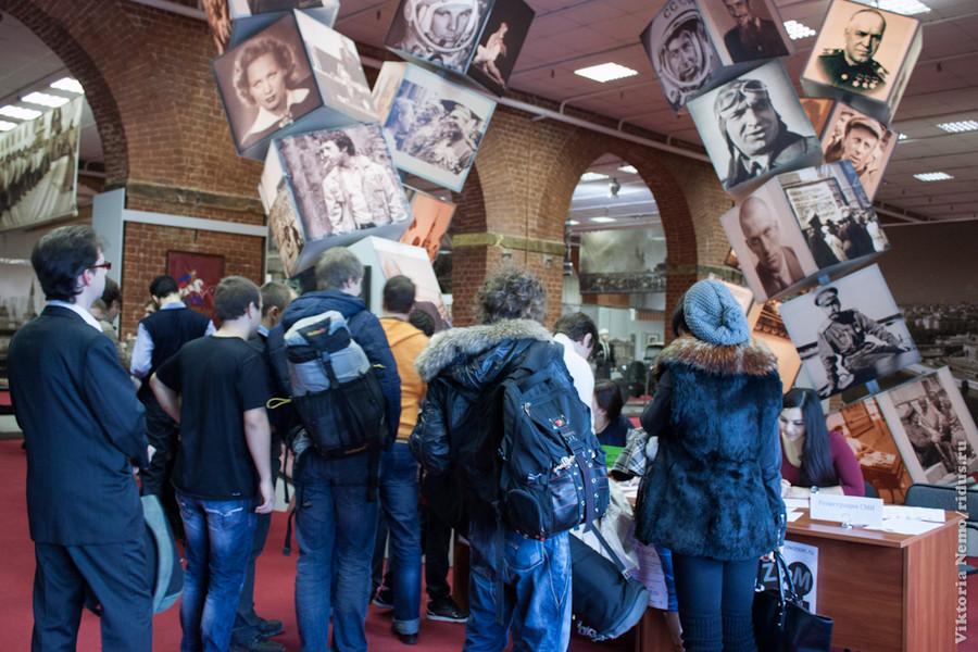 Очередь кстойке регистрации участников.  Московский ZOOM 2012