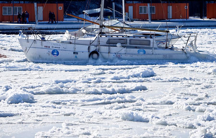Корабль во льдах Черного моря, Констанца, Румыния