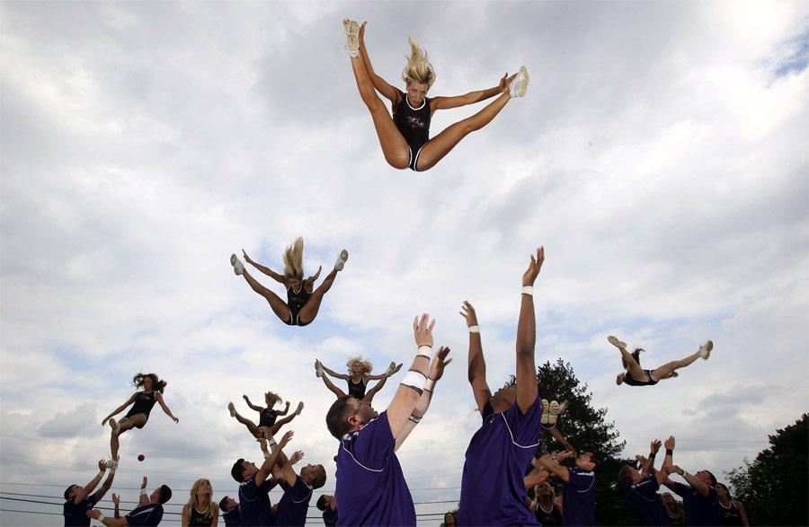 Тренировка команды черлидерш Baltimore Ravens. © Jason Reed/Reuters