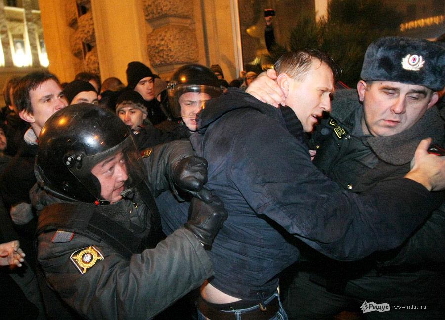 Задержание Алексея Навального (вцентре) намитинге «Солидарности» 5декабря 2011 года. © Антон Тушин/Ridus.ru