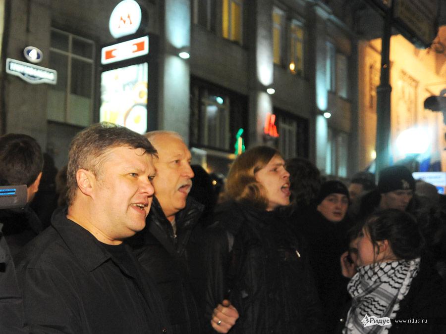 Сергей Митрохин (слева, напервом плане) намитинге оппозиции наТриумфальной площади вМоскве 6декабря 2011 года © Василий Максимов/Ridus.ru