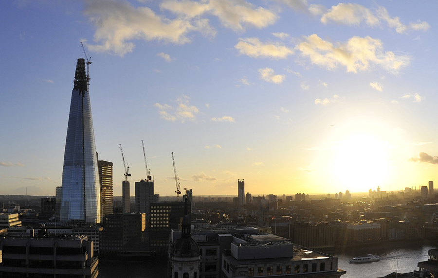 Панорама Лондона назакате, слева небоскреб The Shard, который после завершения строительства вэтом году станет самым высоким зданием вЕвросоюзе. © Toby Melville/Reuters