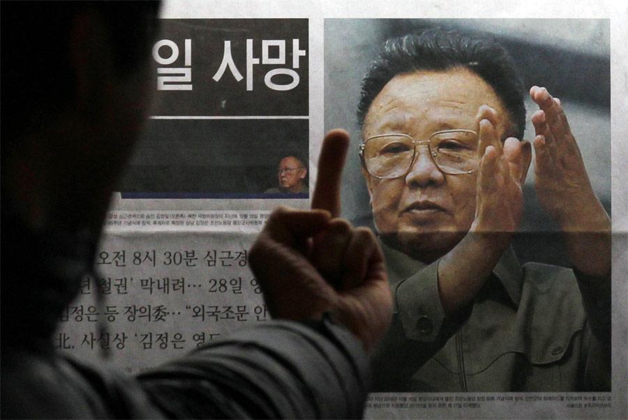 Реакция жителя Южной Кореи насообщение осмерти северокорейского лидера Ким Чен Ира. © Kim Kyung-Hoon/Reuters