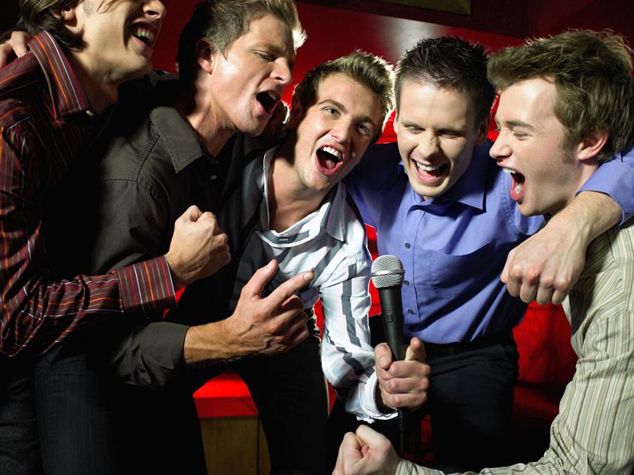 парни в клубе фото