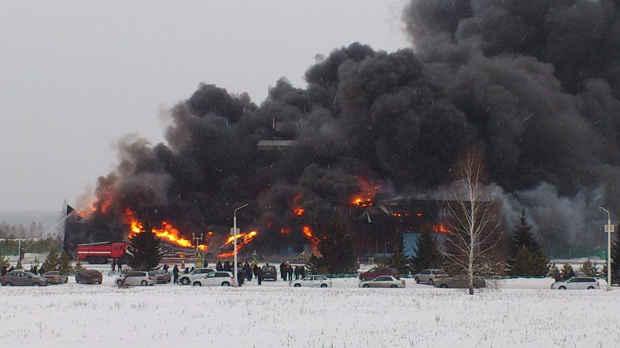 Пожар вкрасноярском аэропорту «Черемшанка». © Сергей Трудов/РИА Новости
