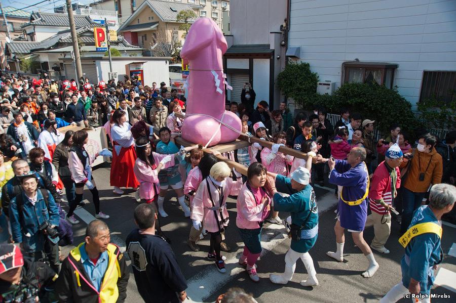 Японская шкльница в розовом сасет член