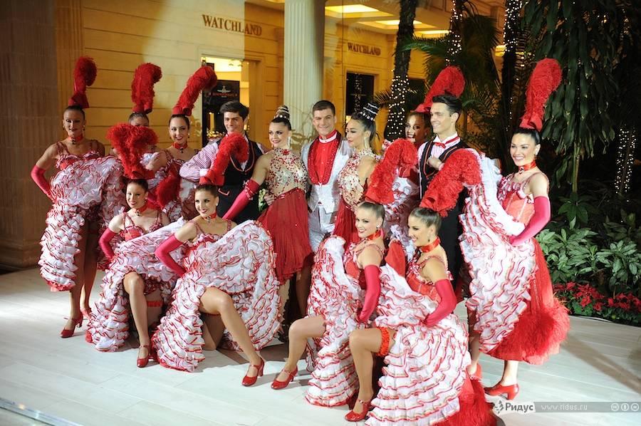 Танцоры одного изизвестнейших номеров «Френч канкан» кабаре «Мулен Руж». © Антон Белицкий/Ridus.ru