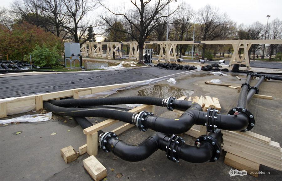 Большие трубы— основные магистрали хладагента. © Dmitry Zh/Ridus.ru