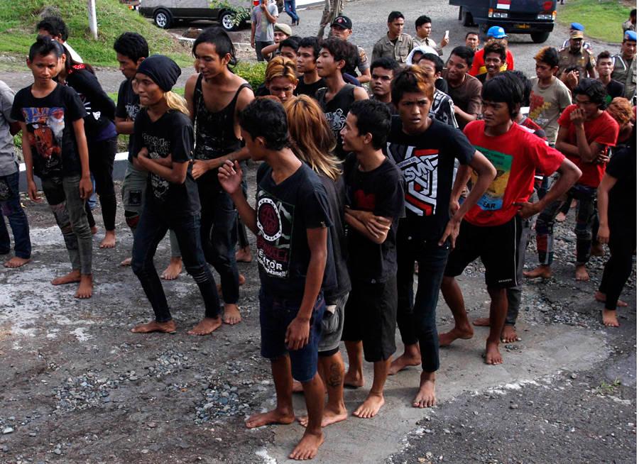 Индонезийские панки были задержаны полицией сразу после концерта. © APPhoto