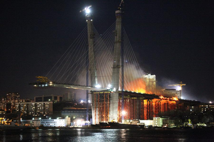 Мосту через бухту золотой рог
