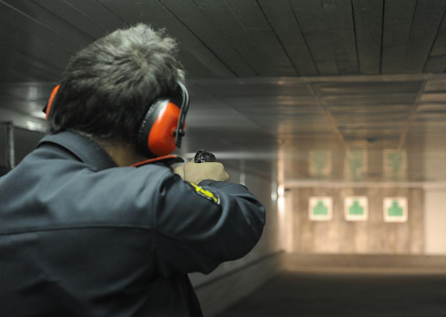 Сотрудник полиции научебных стрельбах. Архивное фото. © Руслан Шамуков/ИТАР-ТАСС