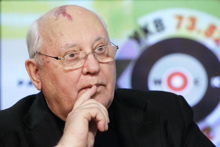 Михаил Горбачев делится соображениями обитогах выборов вГосдуму 2011 года встудии Эха Москвы. © Руслан Кривобок/РИА Новости