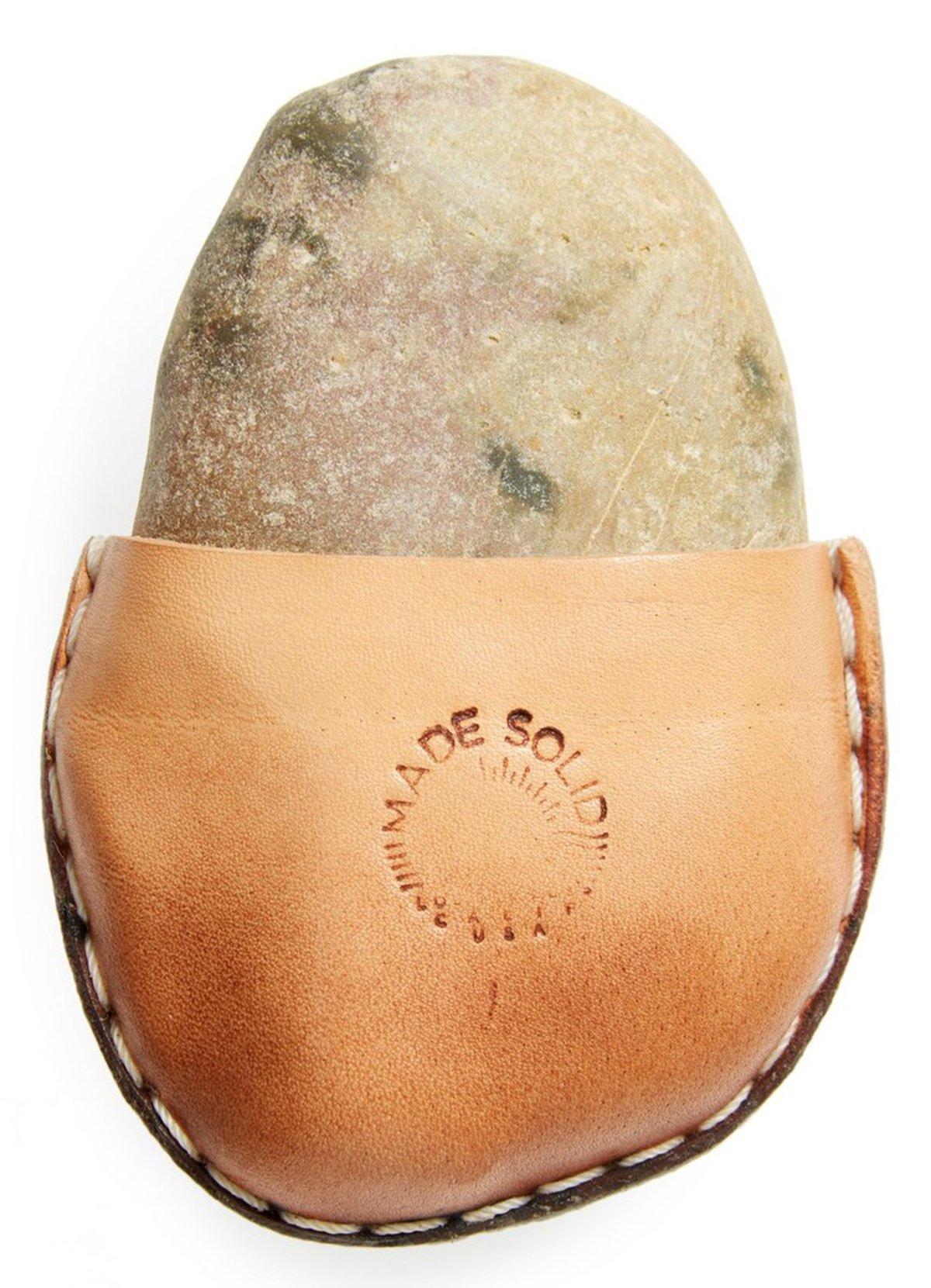 А камень в чехле за 100 долларов не желаете?